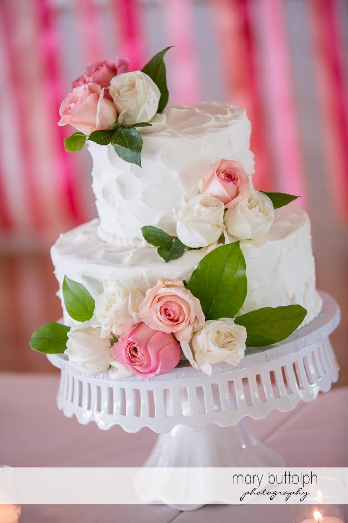 Couple's wedding cake at Emerson Park Pavilion Wedding