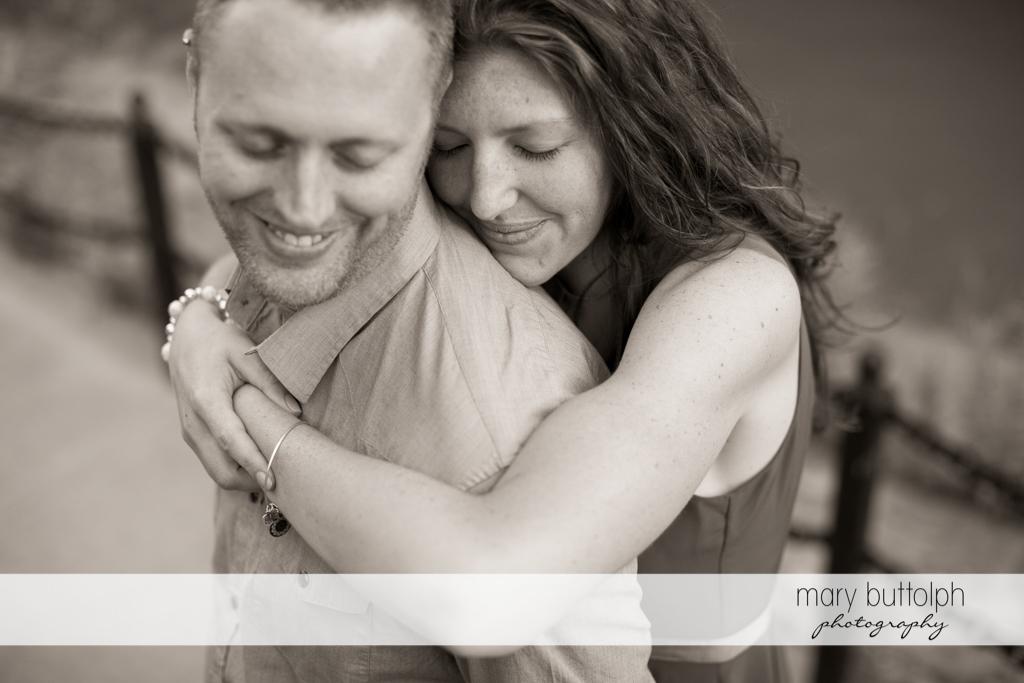 Couple get romantic at Franklin Square Engagement