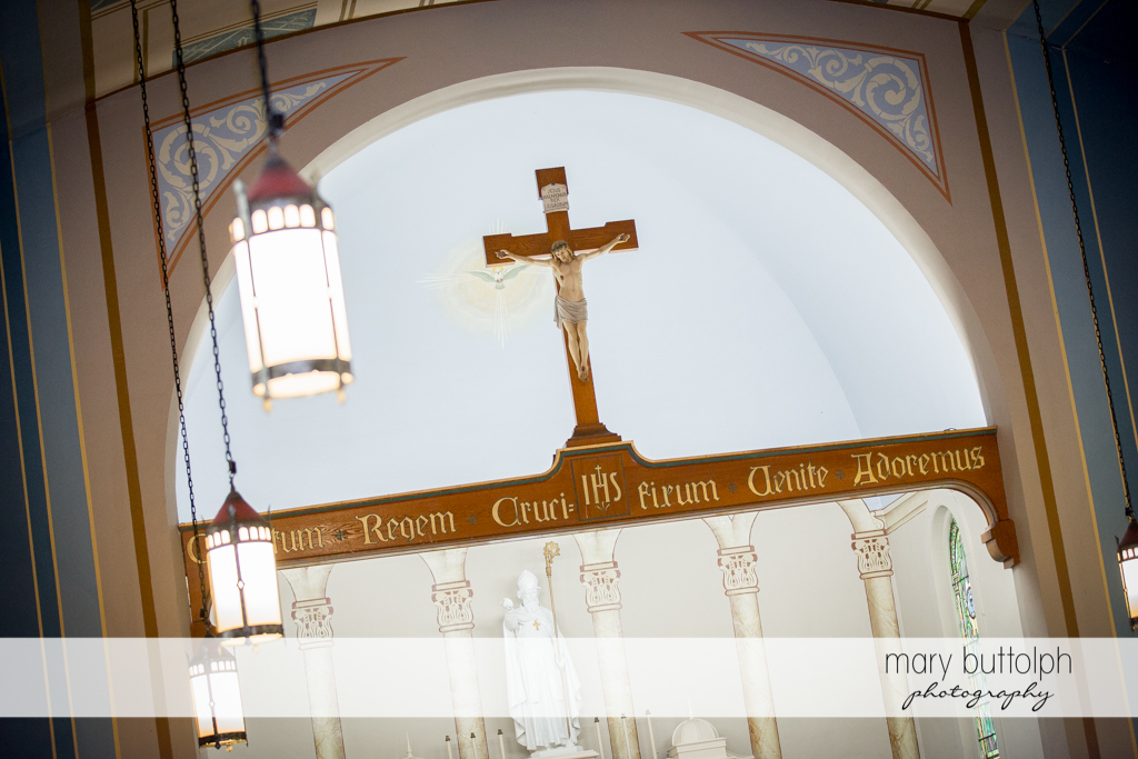 The crucifix is a silent witness to the wedding ceremony at the Inns of Aurora Wedding