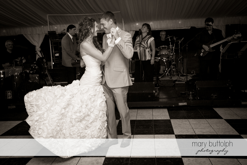 Couple dance at the wedding venue at the Inns of Aurora Wedding