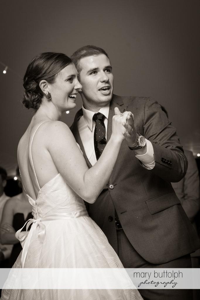 Couple show their dance moves at the Hamilton Inn Wedding