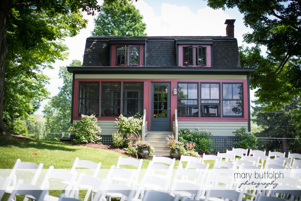 Facade of the wedding venue at the Hamilton Inn Wedding