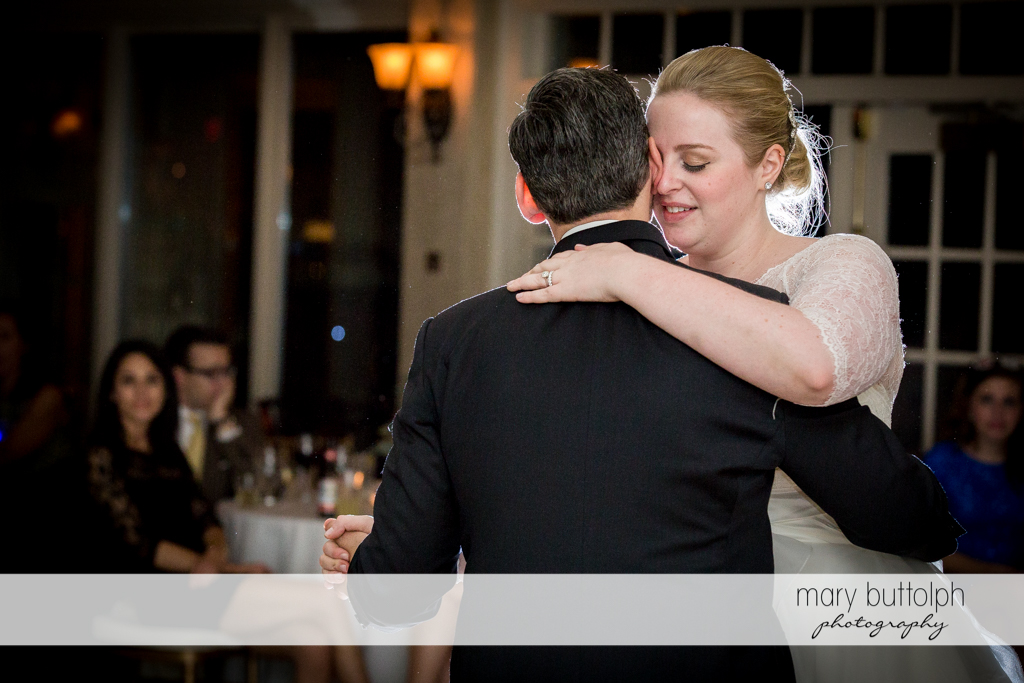 Couple dance at the wedding venue at Skaneateles Country Club Wedding