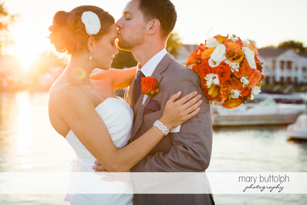 Couple get romantic by the lake at Skaneateles Country Club Wedding