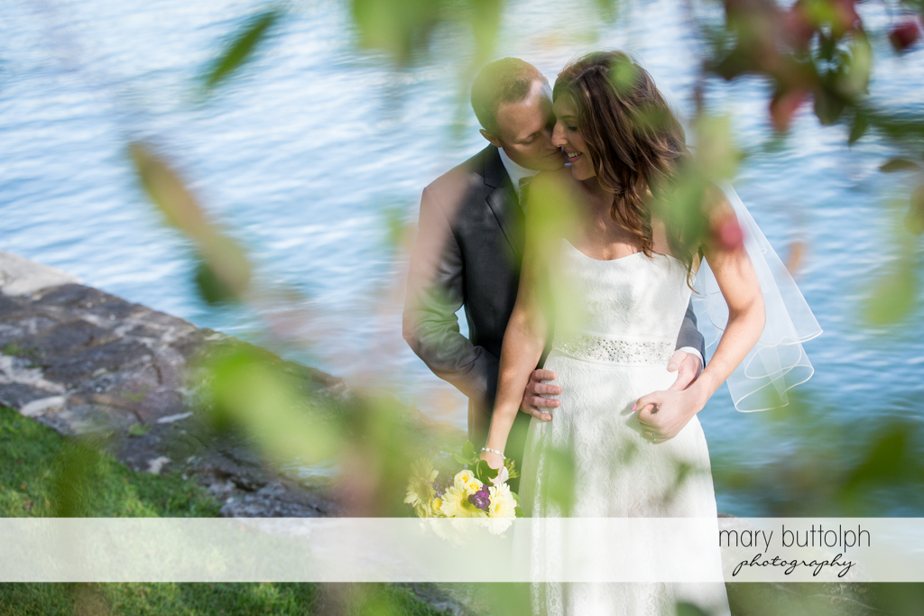Couple get romantic by the lake at the Sherwood Inn Wedding
