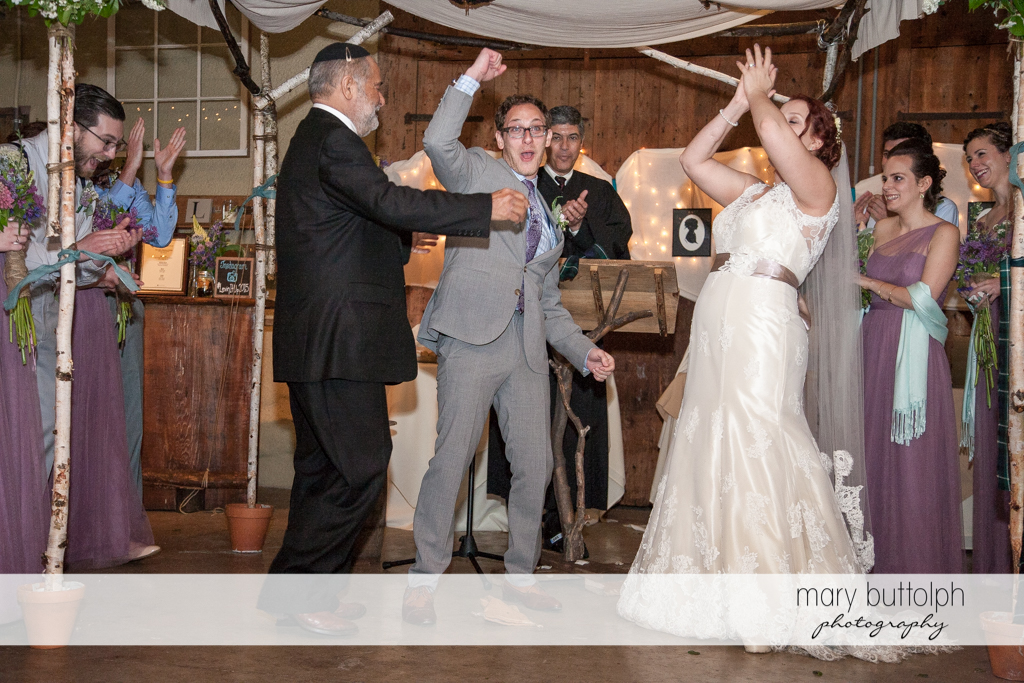 Couple celebrate after being wed at Frog Pond B ed & Breakfast Wedding