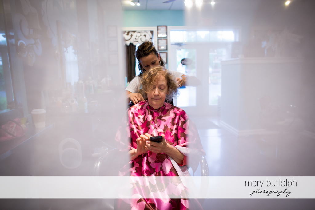 Bride's mother gets her hair done at Frog Pond Bed & Breakfast Wedding