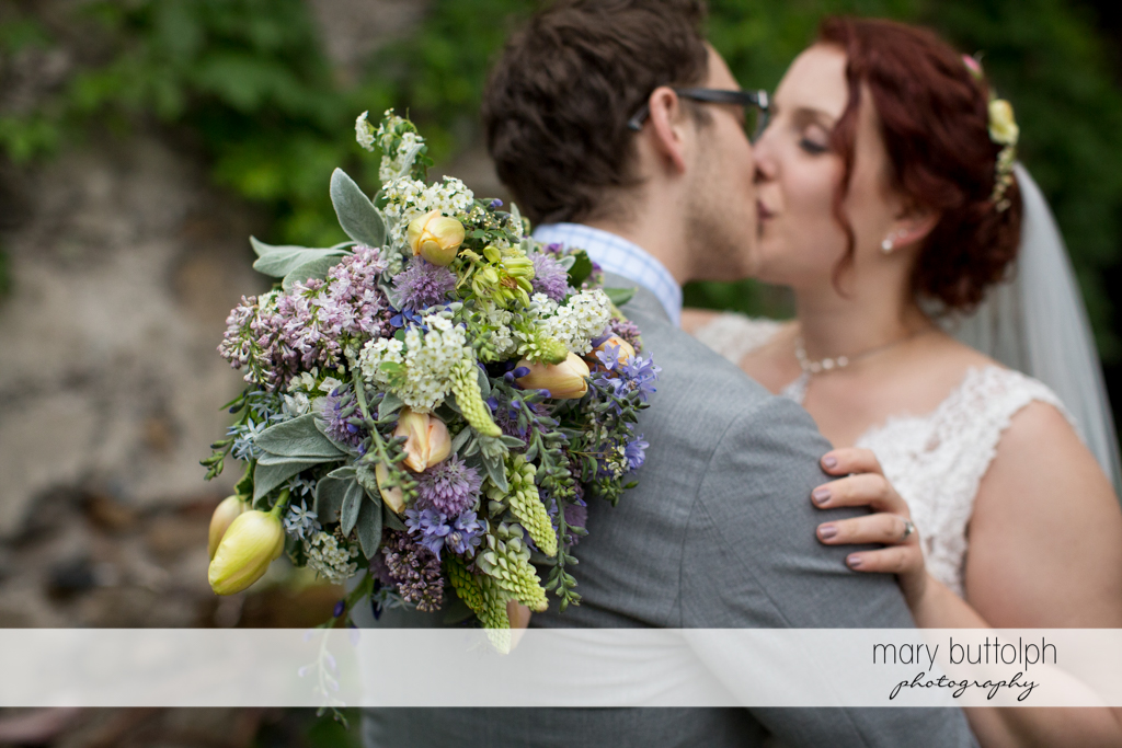 Couple kiss in the garden at Frog Pond Bed & Breakfast Wedding
