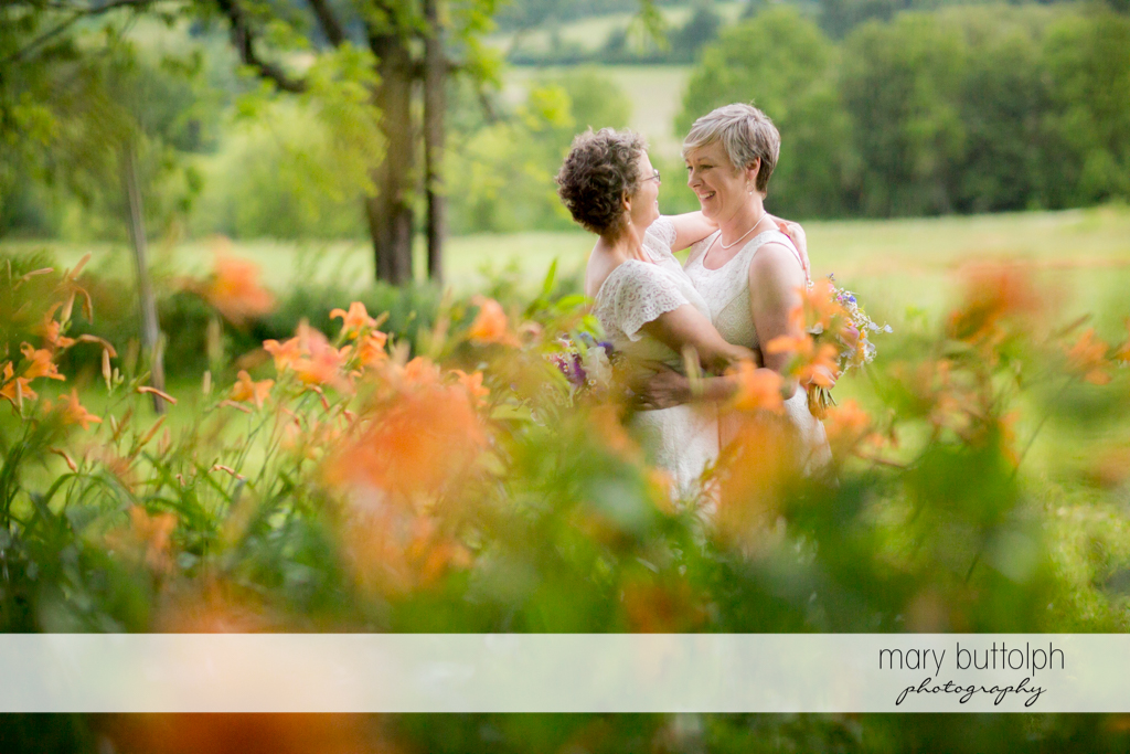Couple embrace in the garden at Mandana Barn Wedding