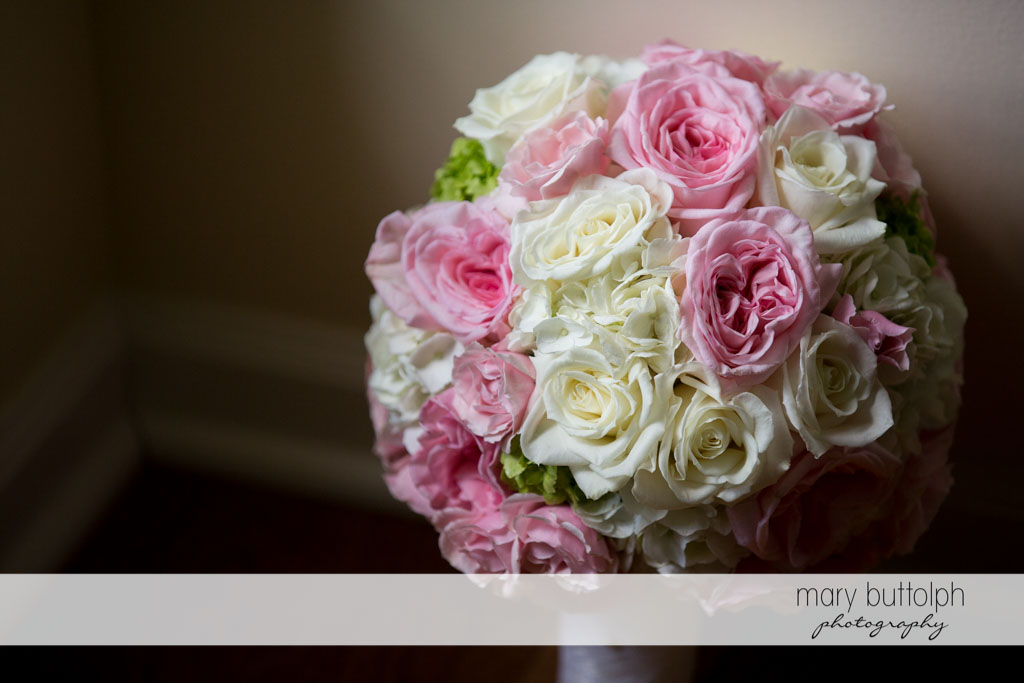 Close up shot of bouquet at Skaneateles Country Club Wedding