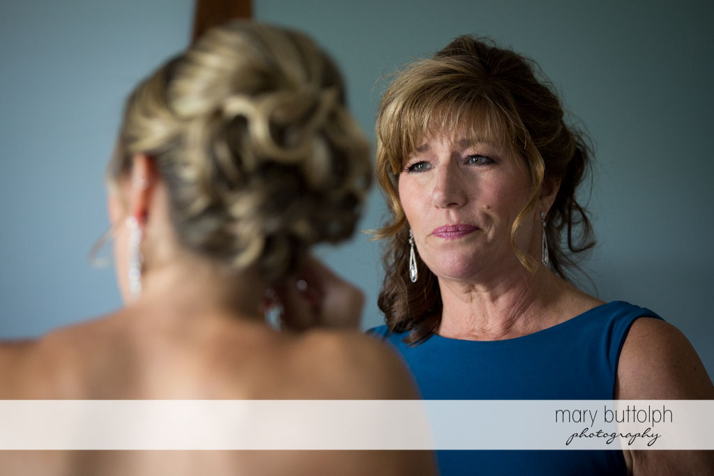 Bride and her mom at Skaneateles Country Club Wedding