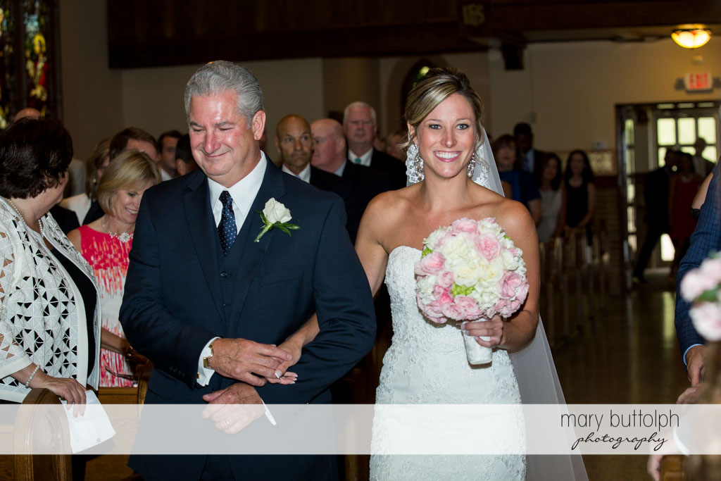 Bride walks down the aisle with her father at Skaneateles Country Club Wedding