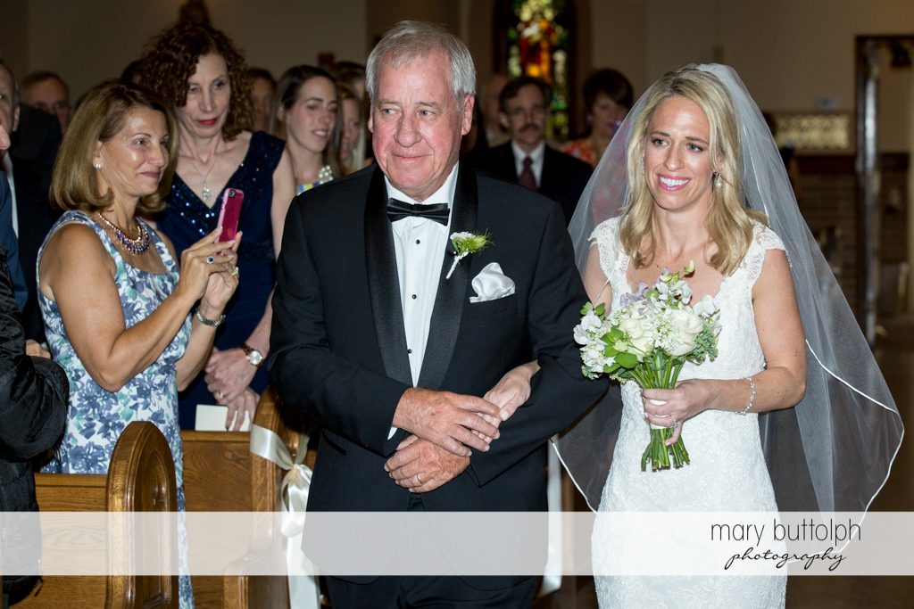 Bride and her dad walk down the aisle at Skaneateles Country Club Wedding