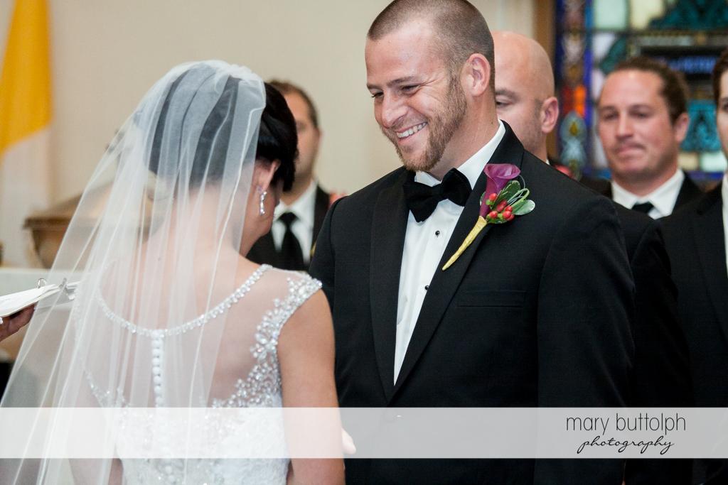 Couple get ready for the wedding ceremony at Anyela's Vineyards Wedding