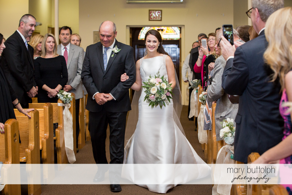Bride and her father walk down the aisle at the Frog Pond Bed & Breakfast Wedding