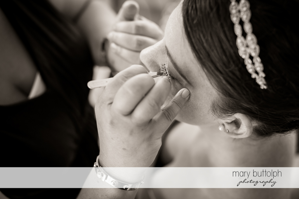 Bride gets made up with a little help from a friend at The Sherwood Inn Wedding