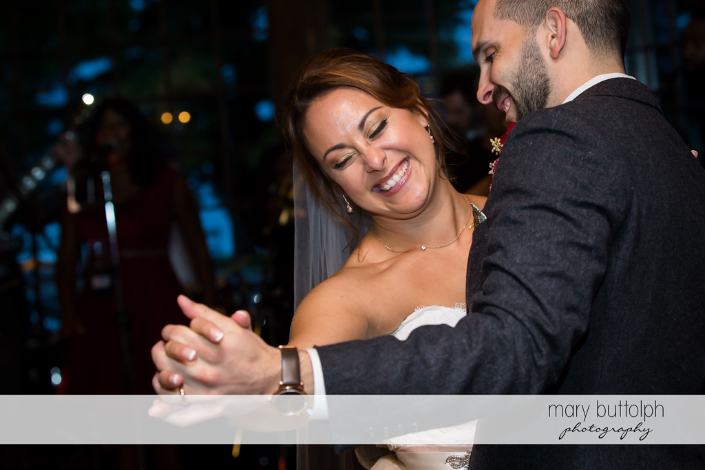Couple dance at Sherwood Inn Wedding