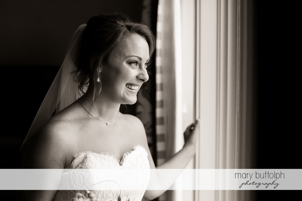 Bride waiting for groom at Sherwood Inn Wedding