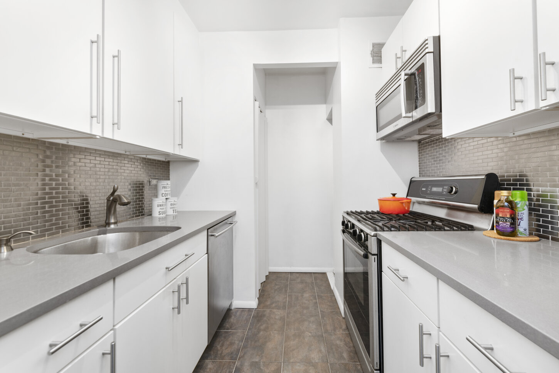 344 West 23rd Street, Unit 3B - 1.jpg