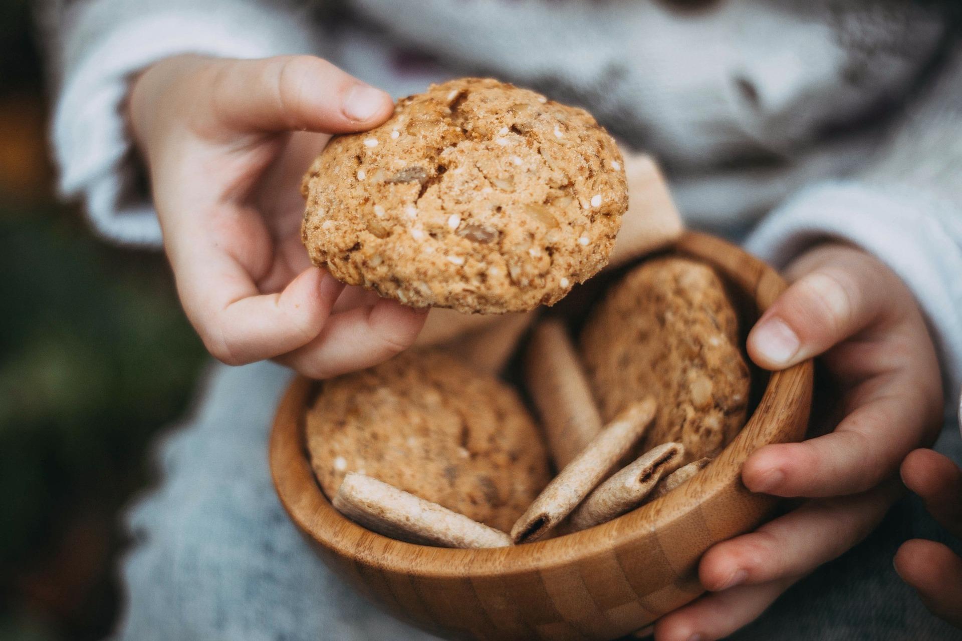 cookies-2345439_1920.jpg