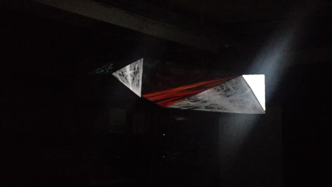 Trièdre  (2013): projection mapping on a ployhedron sculpture with 20 non-quadrilateral surfaces using 1 projector.