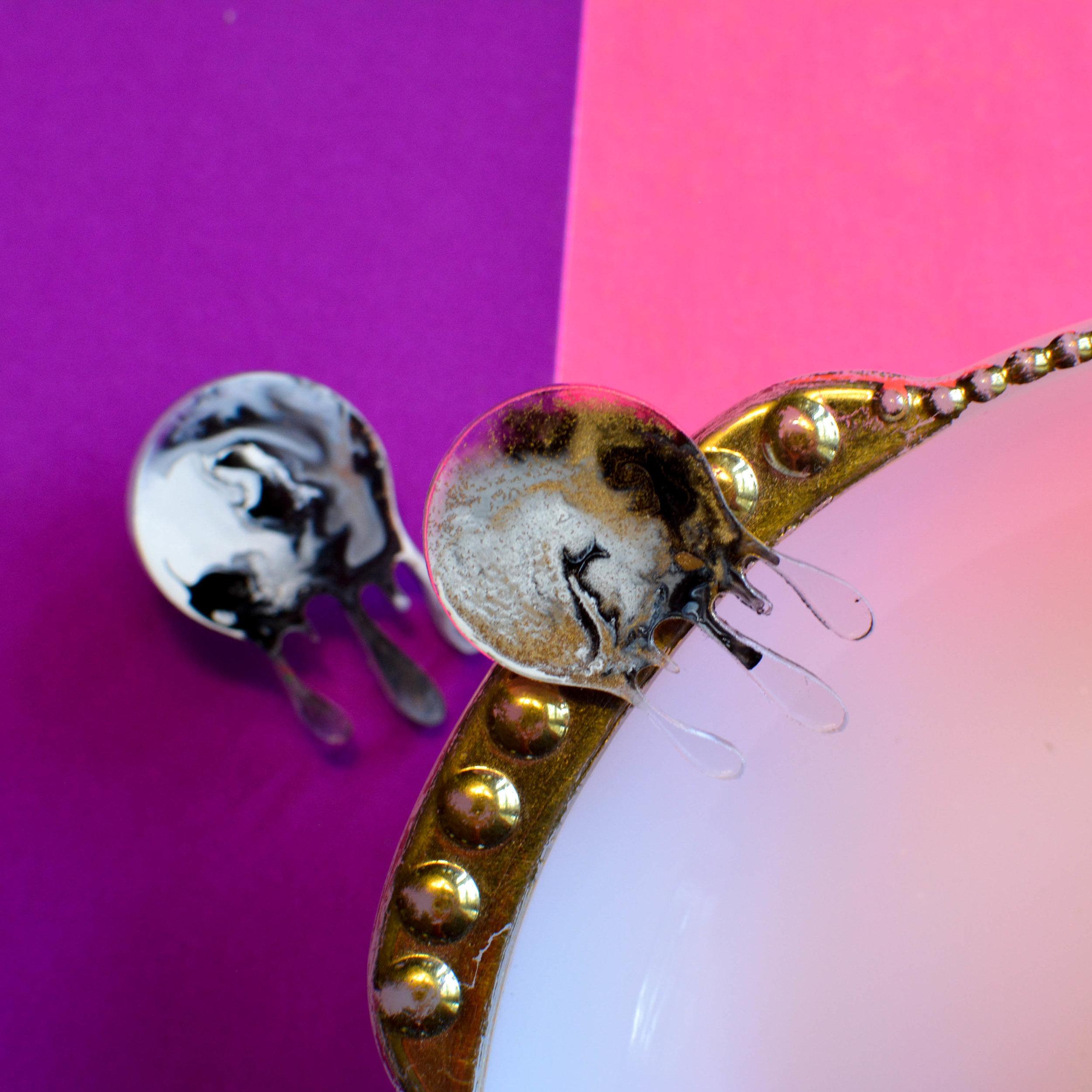 Drip Acrylic Enamel Earring wbgold