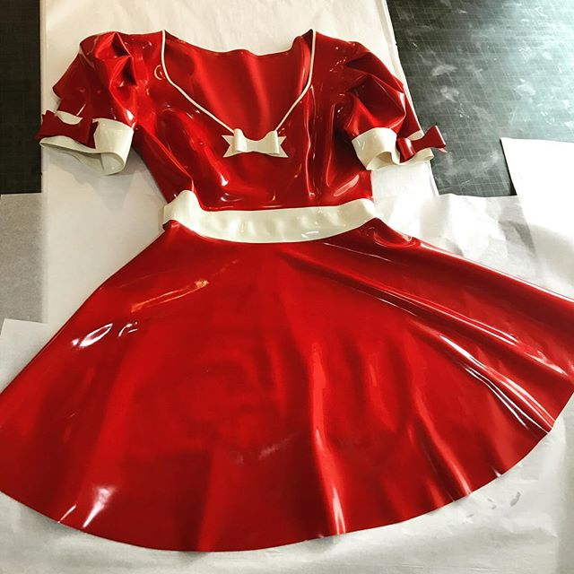 I love this red version of the #latex Alice dress I shipped yesterday ❣️ it came out looking so fun! 🐰 Despite not taking any more custom orders for the holiday I do have quite a lot of sample pieces that are ready to ship and I'll actually be adding a few more of those to my shop tomorrow morning, which will give a few options if you'd like something in time to wear it for the holiday 🎃 they will include everything from dresses to accessories, to playsuits, etc 👻  #abigailgreydanuslatex #latexfashion #fetishfashion #latexcostume #latexcosplay #rubberfashion #rubber #latexdress #latexalice #latexfetish #latexdesigner #latexlover
