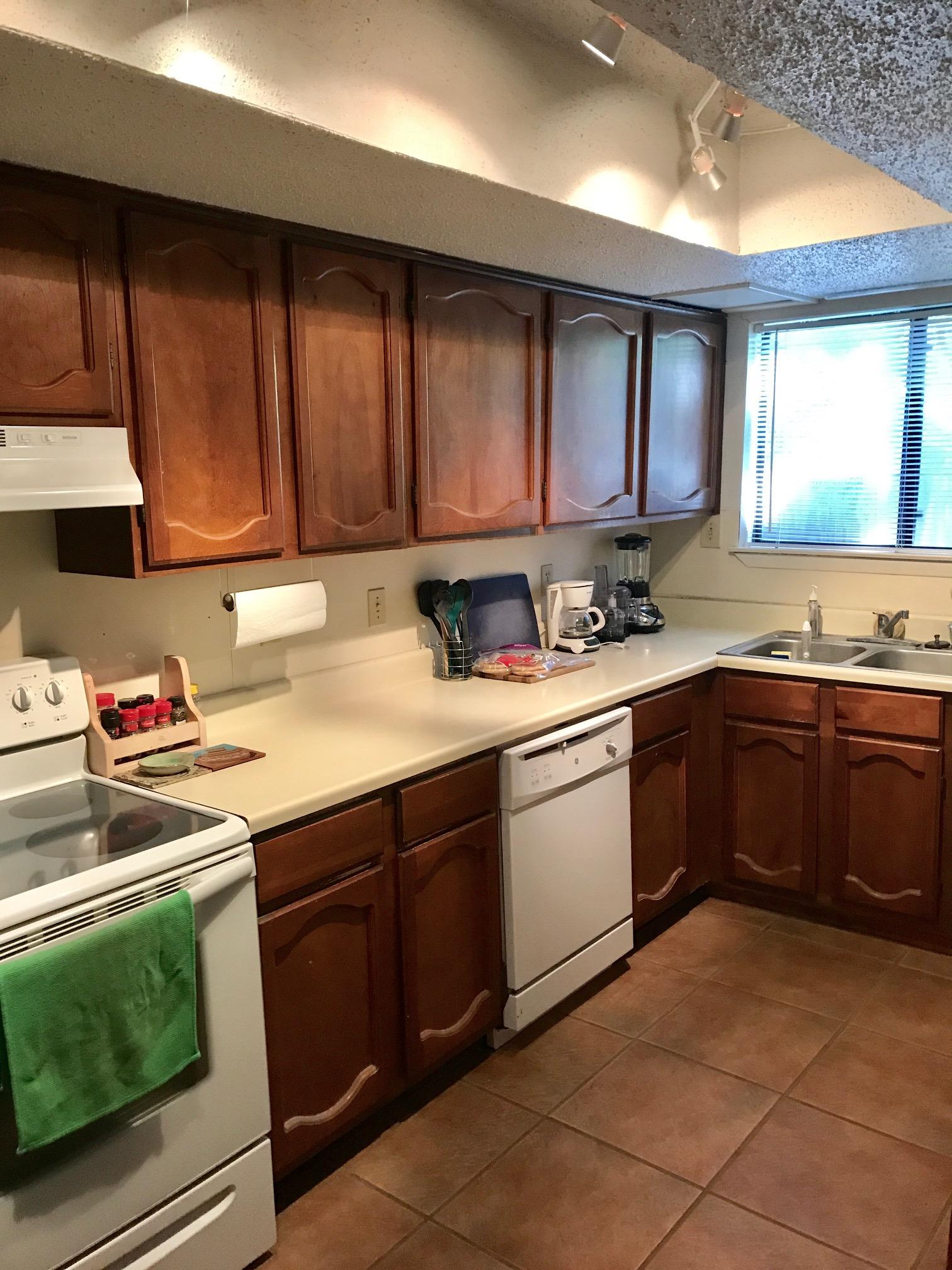 817 Ranch Rd kitchen.jpg