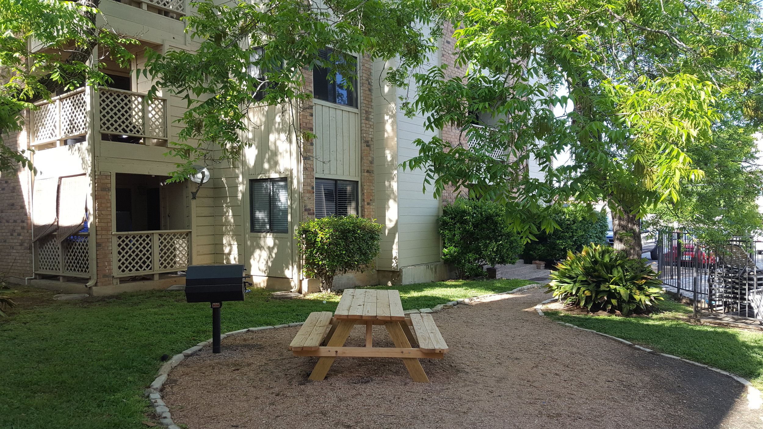 Pecan Creek E2 court yard.jpg