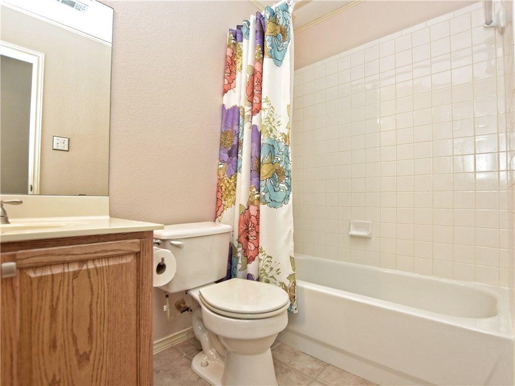Hallshire-2ndbedroom-Bath.jpg