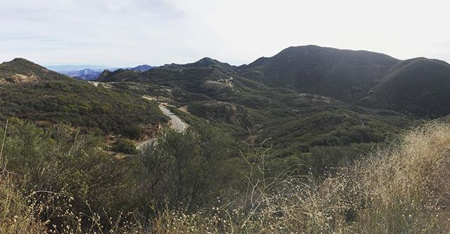Upwards and scrambling to Sandstone Peak, the tallest point in the Santa Monica Mountains #UntetheredLA
