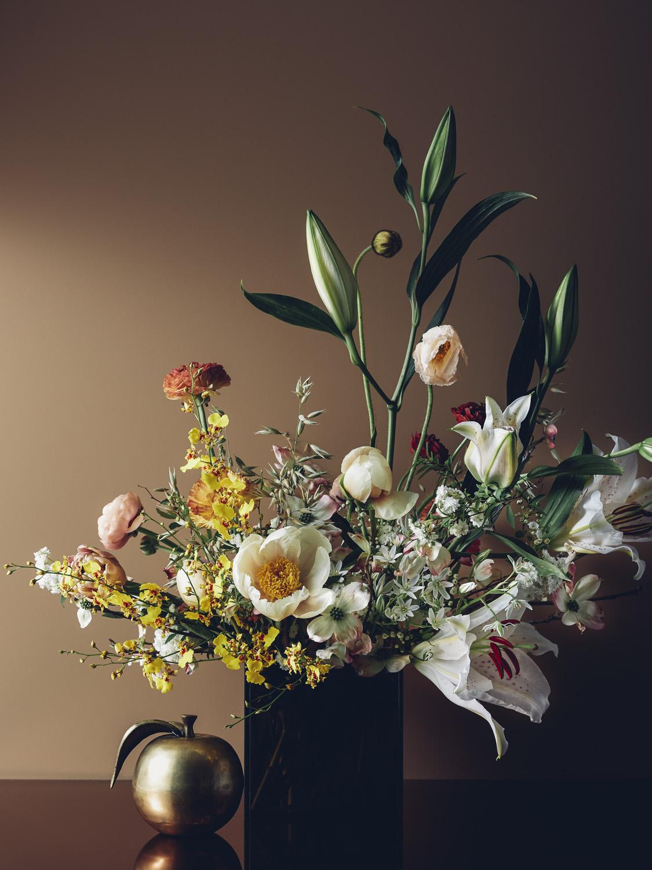 """BOSCO Vase size: 6x6"""" Approximate arrangement size: 18x20"""" $250"""