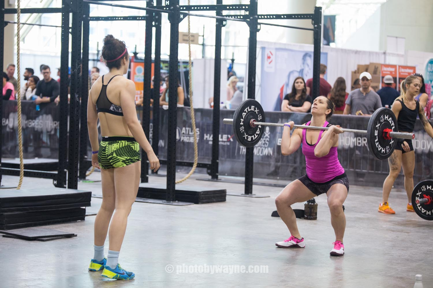 19-toronto-pro-supershow-woman-lifting-weight.jpg