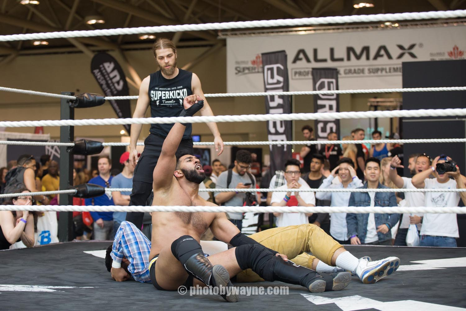 20-toronto-pro-supershow-wrestling-presentation.jpg