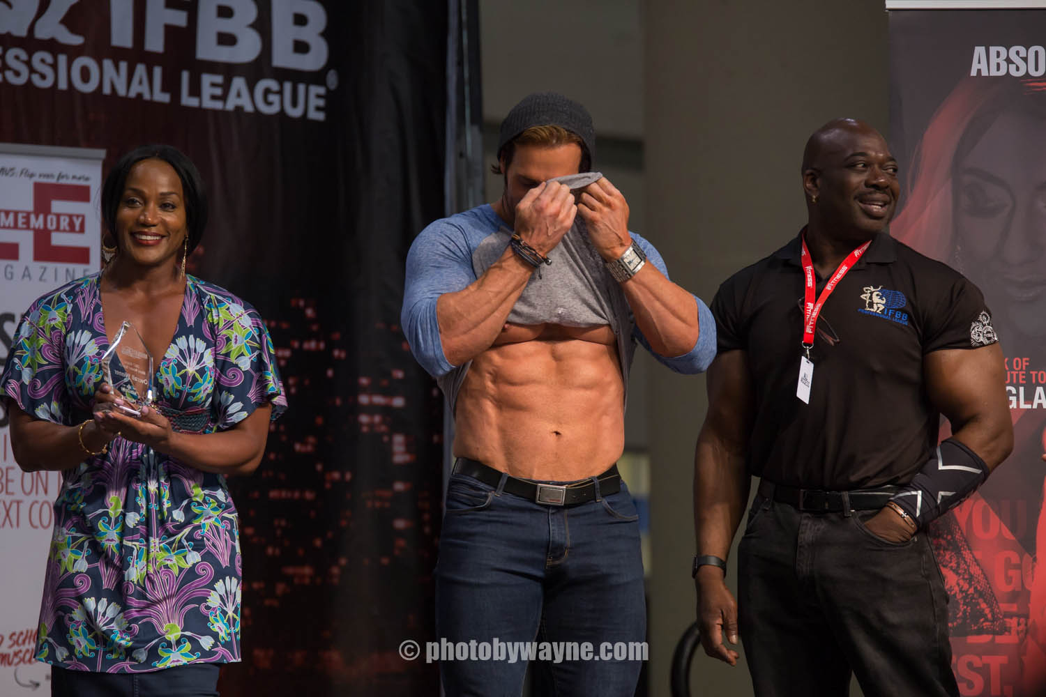 27-toronto-pro-supershow-judges-on-stage.jpg