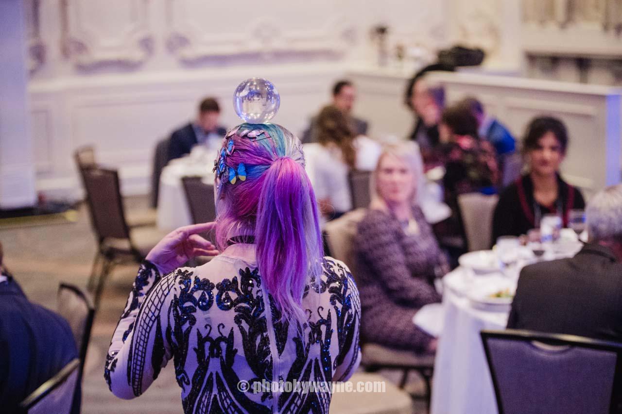 female-magic-ball-performer-dinner-reception.jpg