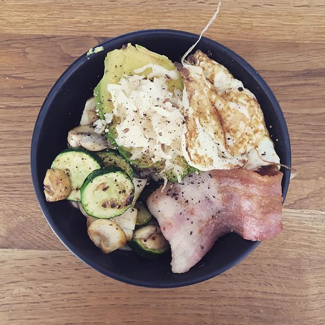 A nice big green breakfast bowl this morning. Spinach, mushrooms, zucchini, avocado,  egg, bacon and homemade sauerkraut. The perfect low carb high fat breakfast to keep me going with a busy morning of clients and no worries about spiking my blood sugars!