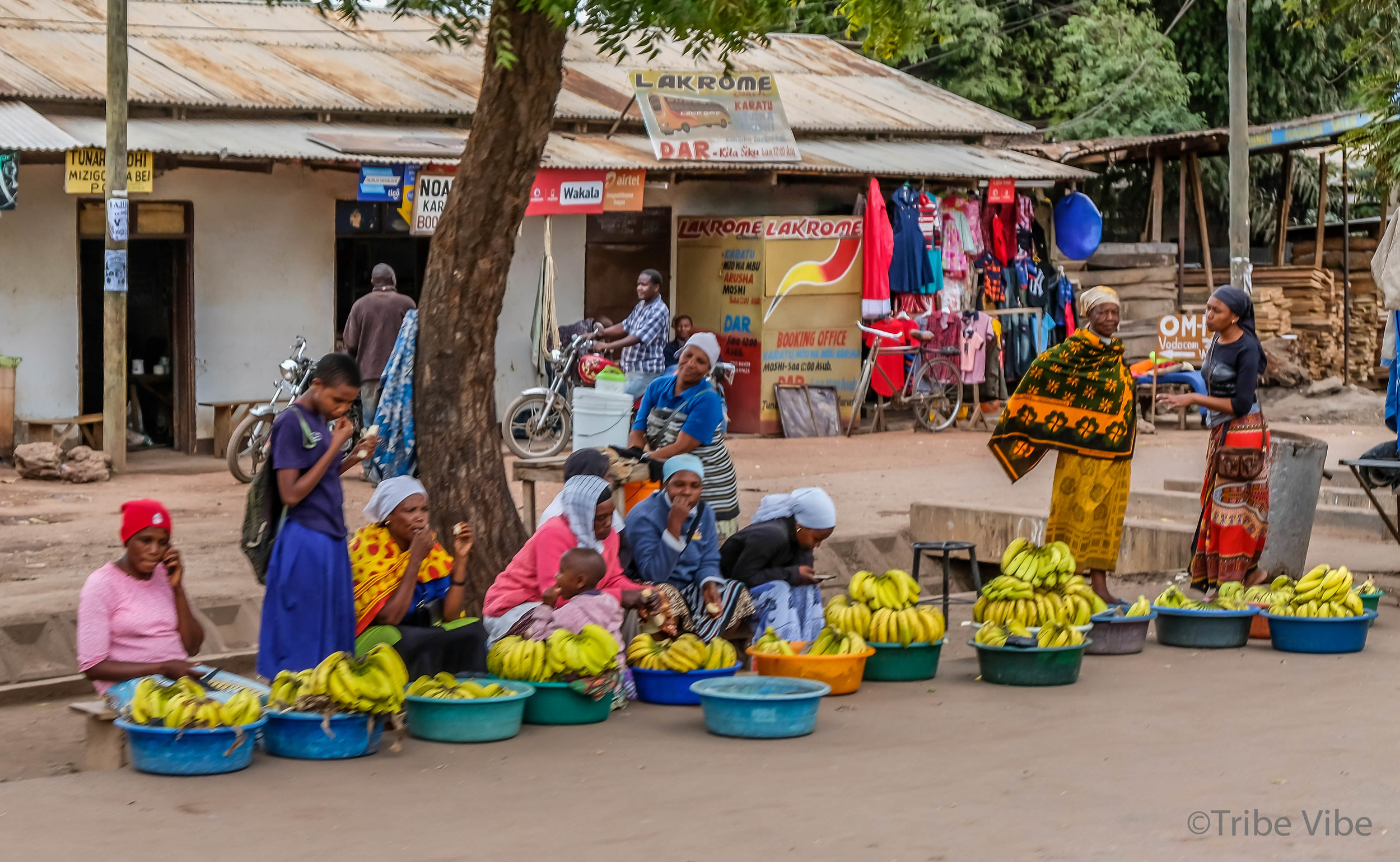 Women selling bannanas in Karatu.