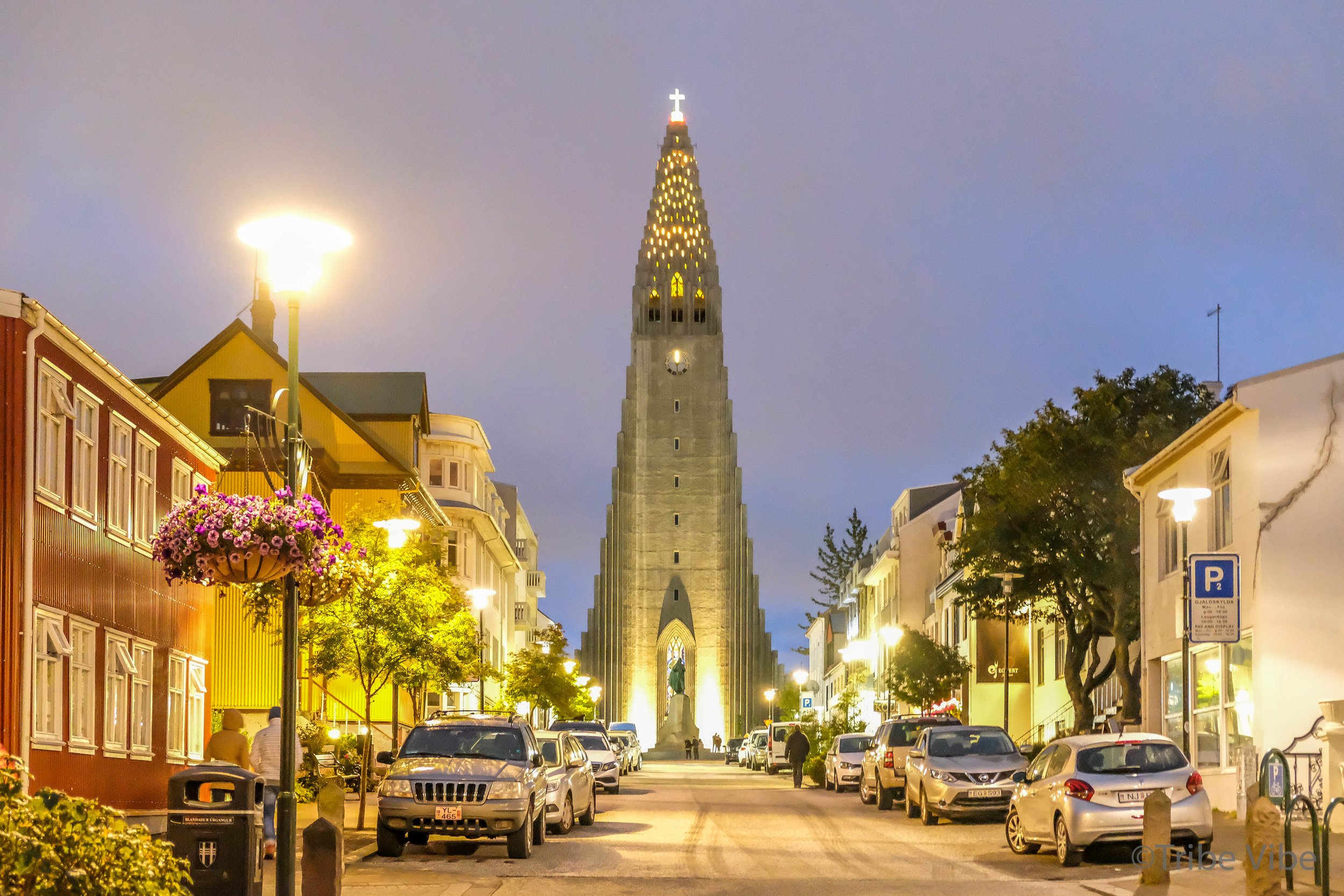 Hallgrimskirkja Church by night