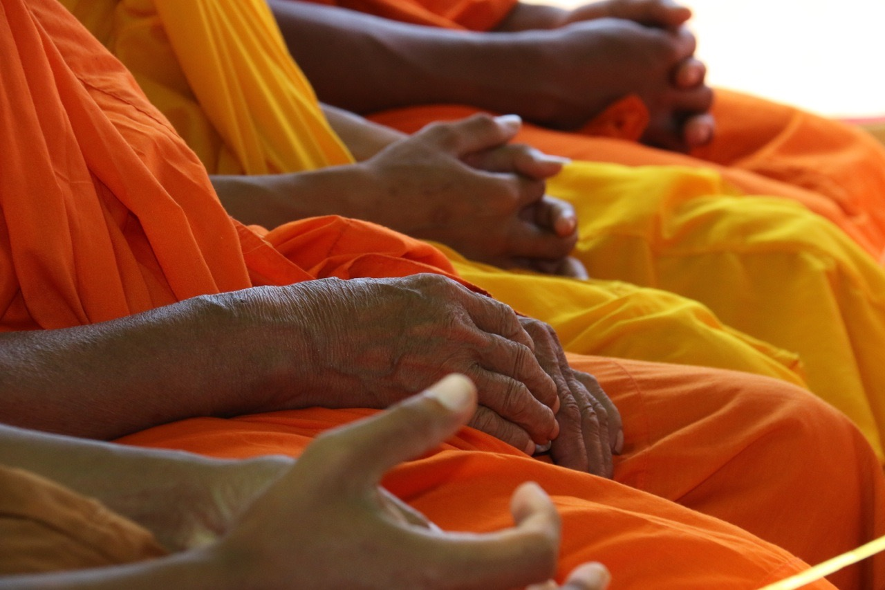 hands, safran, monks