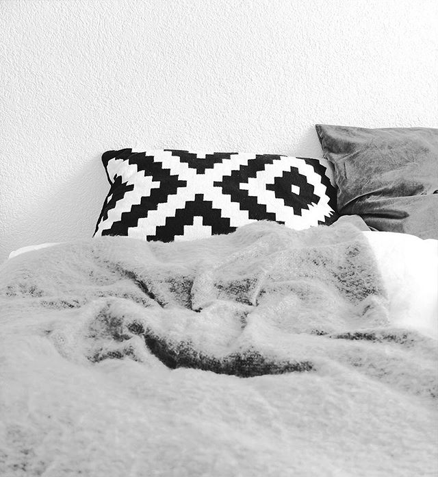 cosying up at home for the upcoming holidays | #bedroom #details