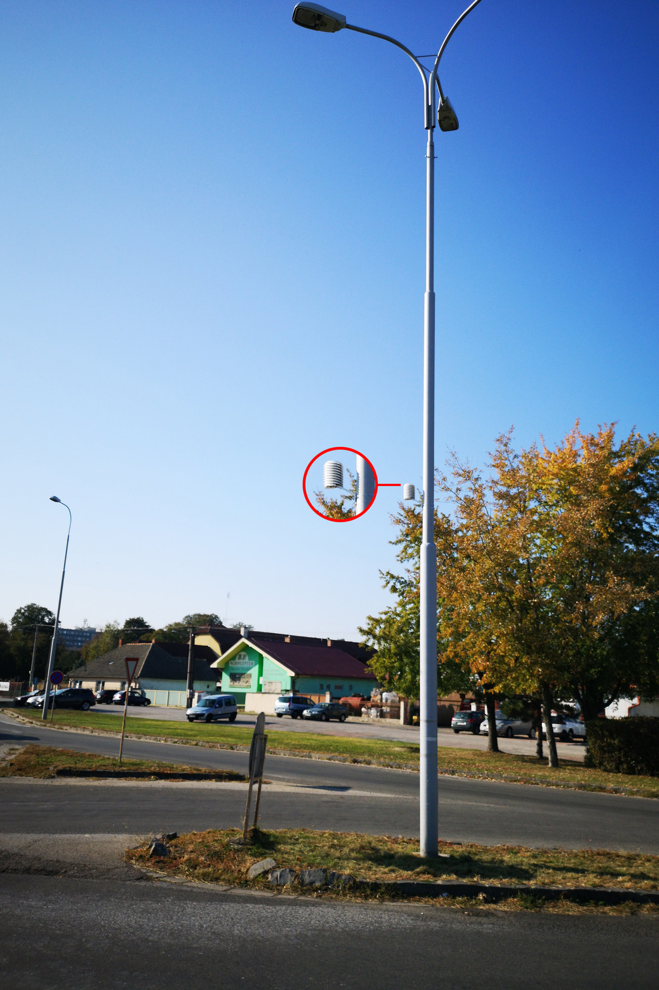 light post (street lamp) wireless weather station smart cities project