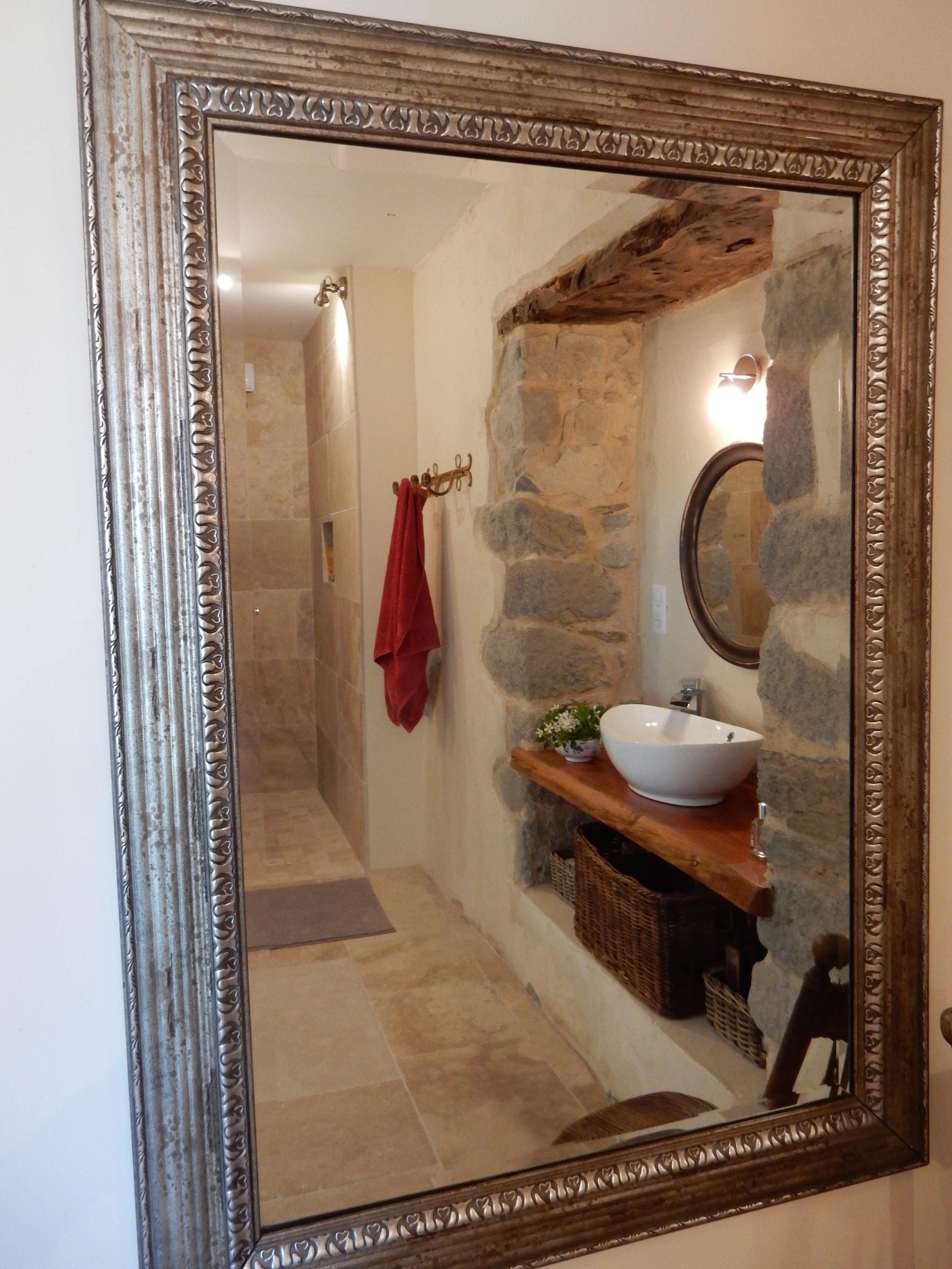 Bathroom 1 .. Salle de Bain 1