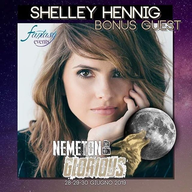 📍🇬🇧 We are pleased to announce the return of the amazing @shelleyhennig😍 to our #NemetonItaConGlorious! We remind you this is going to be our last Teen Wolf Convention! Shelley is a Bonus Guest and will be attending Saturday and Sunday! ❇️🎉 In occasion of the announcement of Shelley, we are going to allow pass bookings till this Saturday 15th June 🤩🎉 • 📍🇮🇹 Diamo il bentornato alla fantastica #ShelleyHennig che parteciperà in qualità di Bonus Guest a quest'ultima edizione della Nemeton ItaCon Glorious! 💰In onore di quest'ultimo ospite saranno riaperte le richieste fino a questo sabato 15 Giugno❣✳️ #femily #fantasyevents #actor #music #teenwolf #tw #teenwolfcast #cast #teenwolffamily #fandom #event #roma #shelleyhennig #maliahale #rome #summer #convention #maliatate
