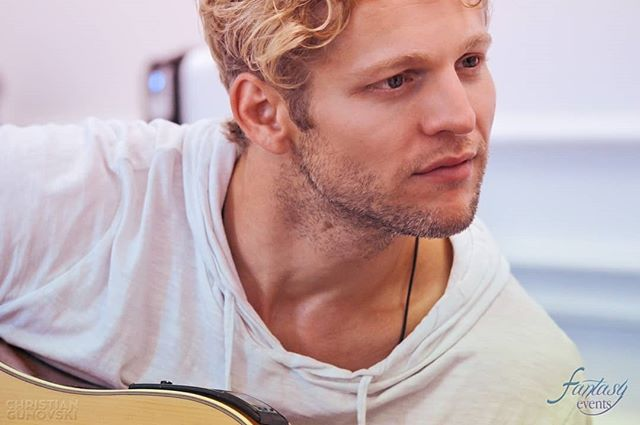 Who enjoyed @chasercoleman's performance at #AAFIC last weekend? 🎸🔥💞 #ChaseColeman #AlwaysAndForeverItacon #Concert #Artist #Convention #TheOriginals #thevampirediaries #FEmily #FantasyEvents #Rome #Roma