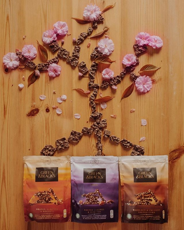 #AD Hurrah for Spring and it's blossoming splendour right?! Talking of splendour I'm completely bowled over with these new @greenandblacks Bark. These bite sized pieces are positively blooming in flavour, with Salted Caramel & Almonds; Orange, Almonds & Biscotti; and Hazelnut & Crushed Salted Corn. Each and every one is a little moment of indulgence, with carefully crafted ingredients including ethically sourced cocoa and no artificial flavours or preservatives 👍🏽 This is truly a case of the bark being just as good as the bite! #greenandblacks #unwindwithgreenandblacks #sponsored