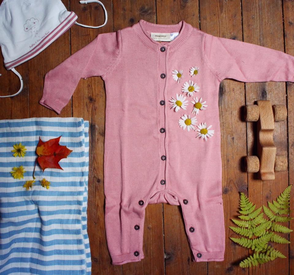Babymössa, 2-pack 39.90 Stl.50/56–86/92. Stickad overall, 99.90 Stl.50/56–86/92. Muslinfilt, 3-pack 99.90 80×80 cm.