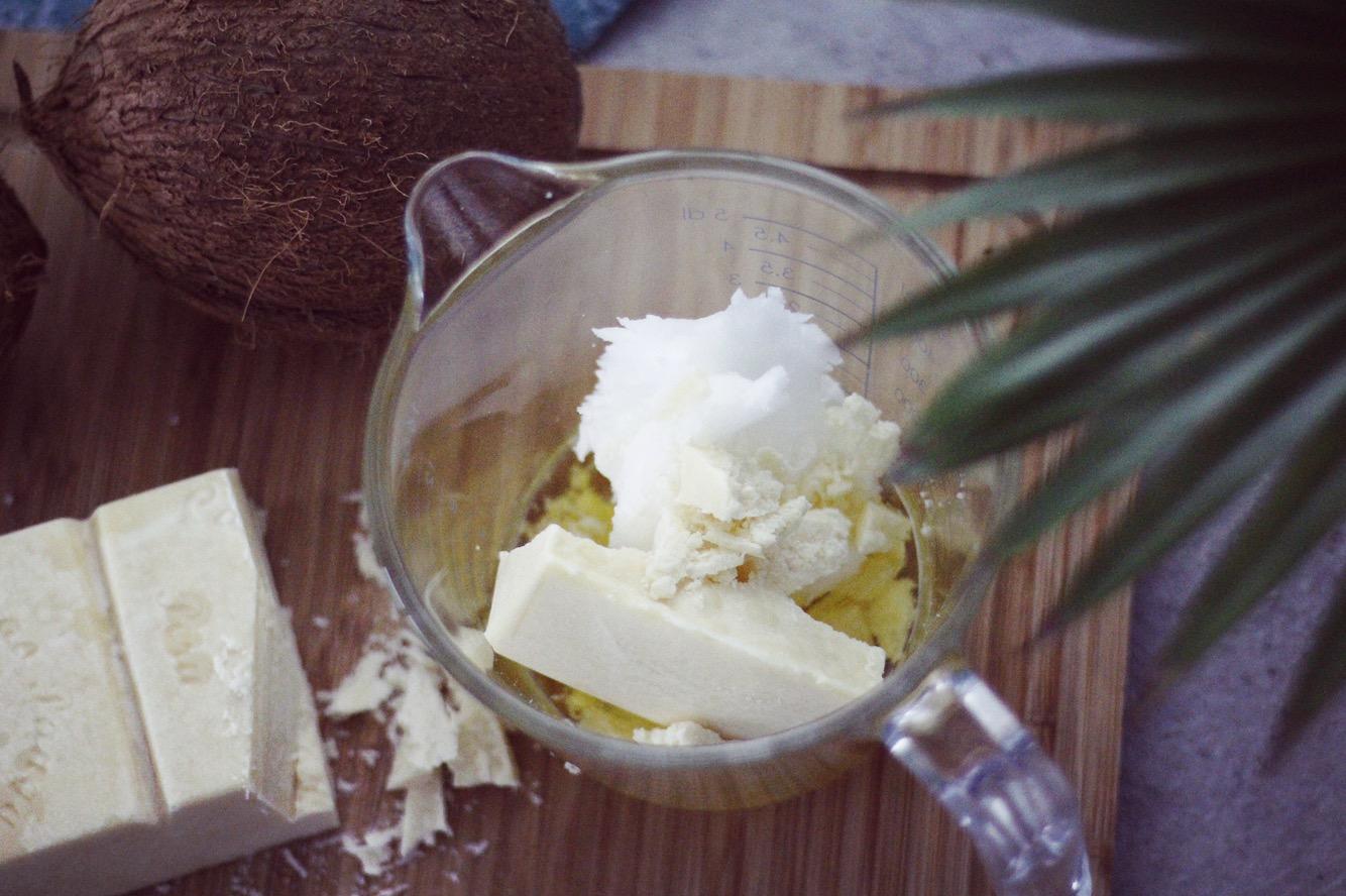 ekologisk kokosolja kakaosmör och mandelolja