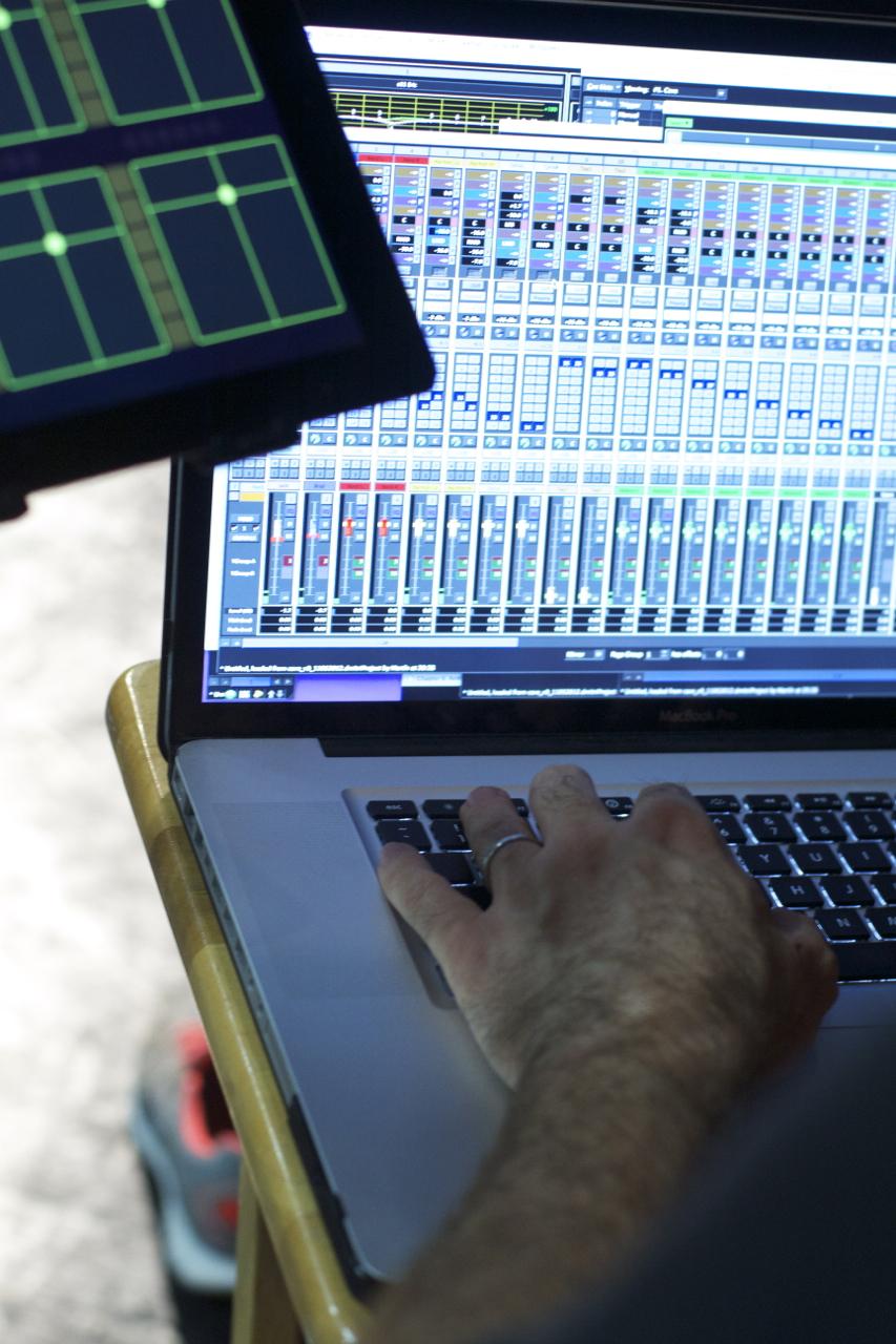 MixHands1.jpg