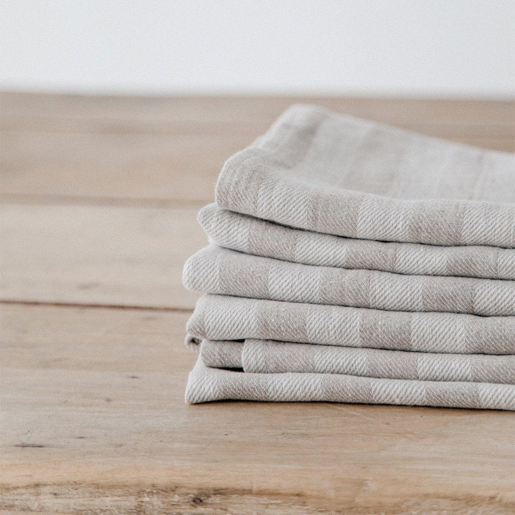 woven-striped-linen-towel-4_0cc50fc5-290d-4bbd-95a6-652fad60d9a3_1024x1024.jpg
